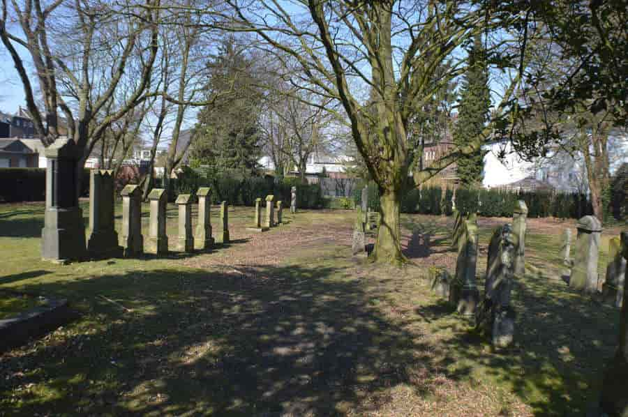 http://www.rheinruhronline.de/images/friedhoflinn.jpg